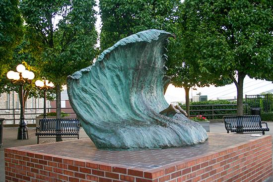 wave_sculpture_credit_Discover_Newport550px